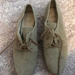 Brown canvas Oxfords